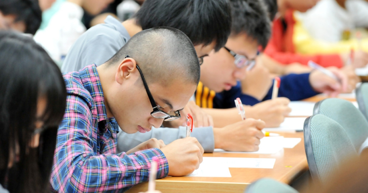 High school students study in Taipei in this 2012 file photo. According to the Organization for Economic Cooperation and Development (OECD), students from Asia are vastly superior to their counterparts from Europe and North America when it comes to math, reading and science, the group said on Dec. 3, 2013.</p>