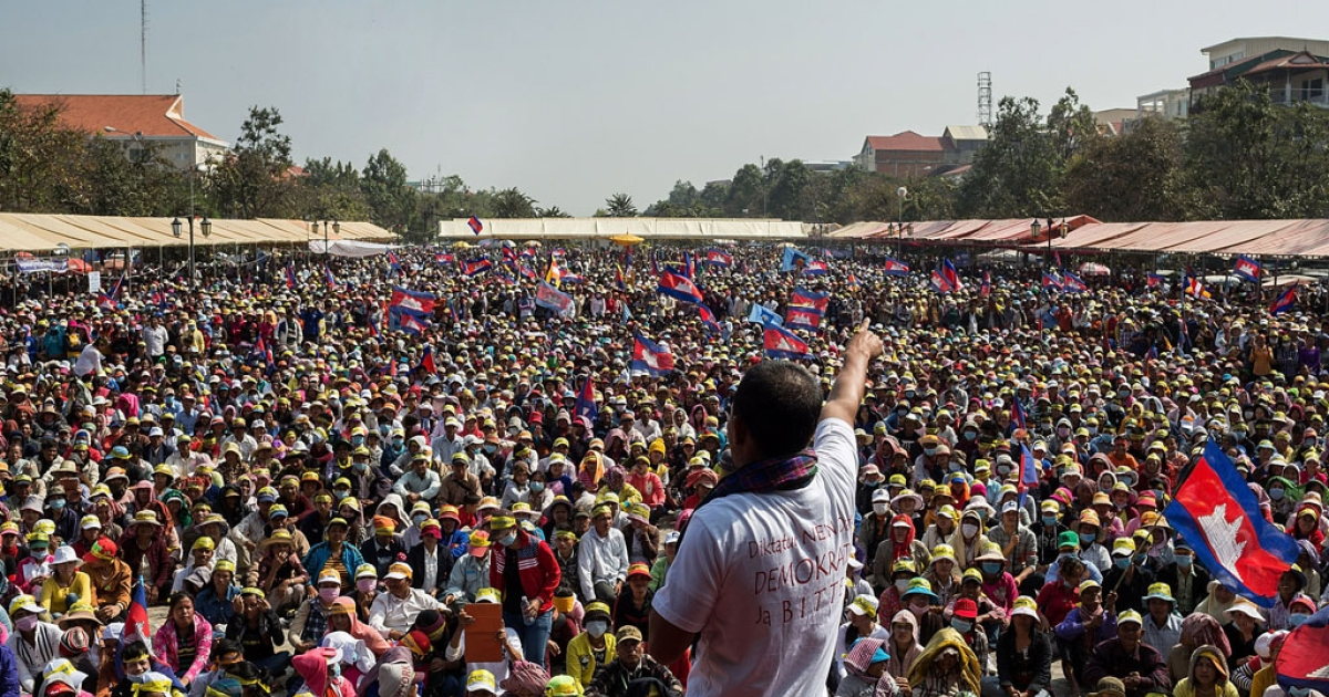 Thousands of Cambodians protest in Phnom Penh's Freedom Park on Dec. 29, 2013, calling for Prime Minister Hun Sen to step down.</p>