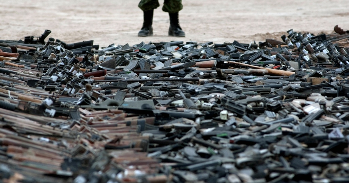 Thousands of guns lie on the ground before their destruction in Ciudad Juarez, Chihuahua State, Mexico on Feb. 16, 2012. At least 6,000 rifles and pistols seized to drugs cartels were destroyed by members of the Mexican Army.</p>