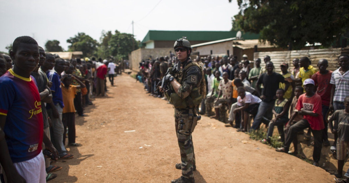 People are gathered during a disarmament operation by French militaries in Bangui, on December 9, 2013. French troops on Monday began disarming fighters in the Central African Republic.</p>