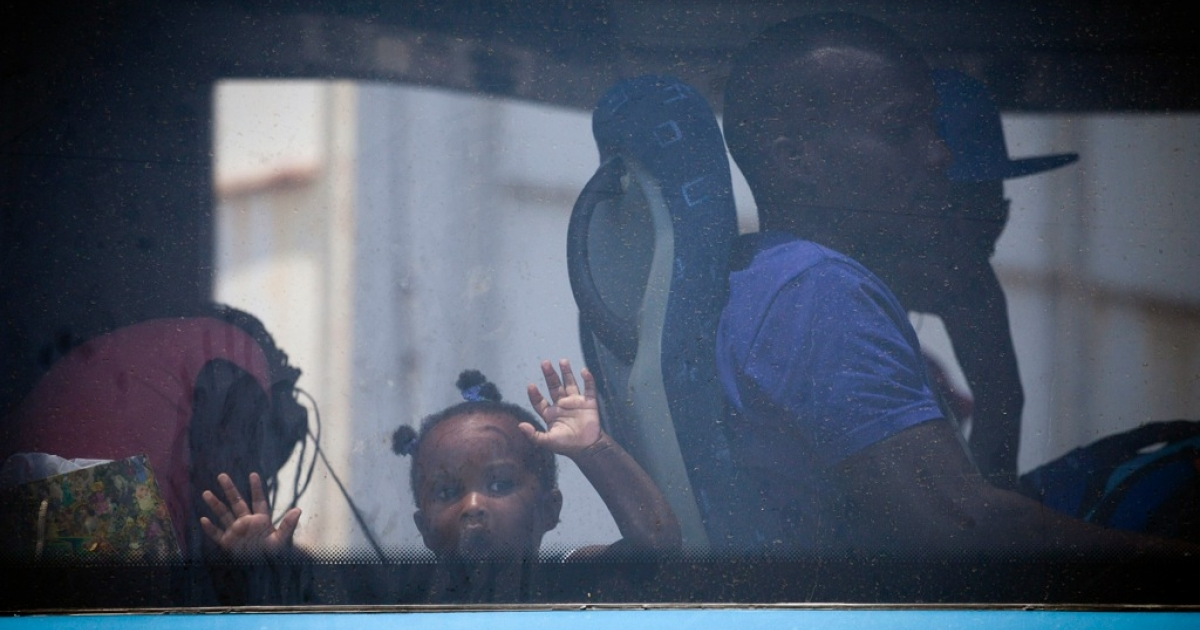 South Sudanese refugees board a bus taking them to Ben Gurion International airport, near Tel Aviv, Israel.</p>