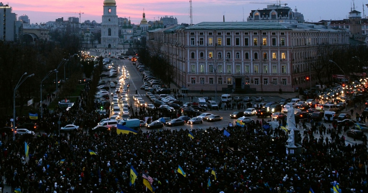 Hundreds of Ukrainian protesters gather for an opposition rally in Mykhayllivska Square in Kiev after police dispersed protesters in Independence Square on Nov. 30, 2013.</p>