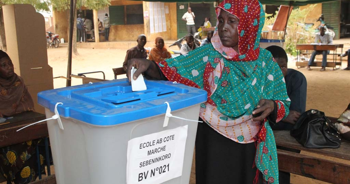 A woman casts her ballot at a polling station in Bamako during the second round of parliamentary elections on Dec. 15, 2013.</p>