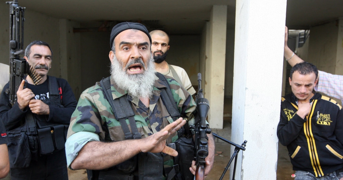 Sunni Salafist gunmen, who back the Syrian opposition, are seen in the northern Lebanese city of Tripoli on May 23, 2013.</p>