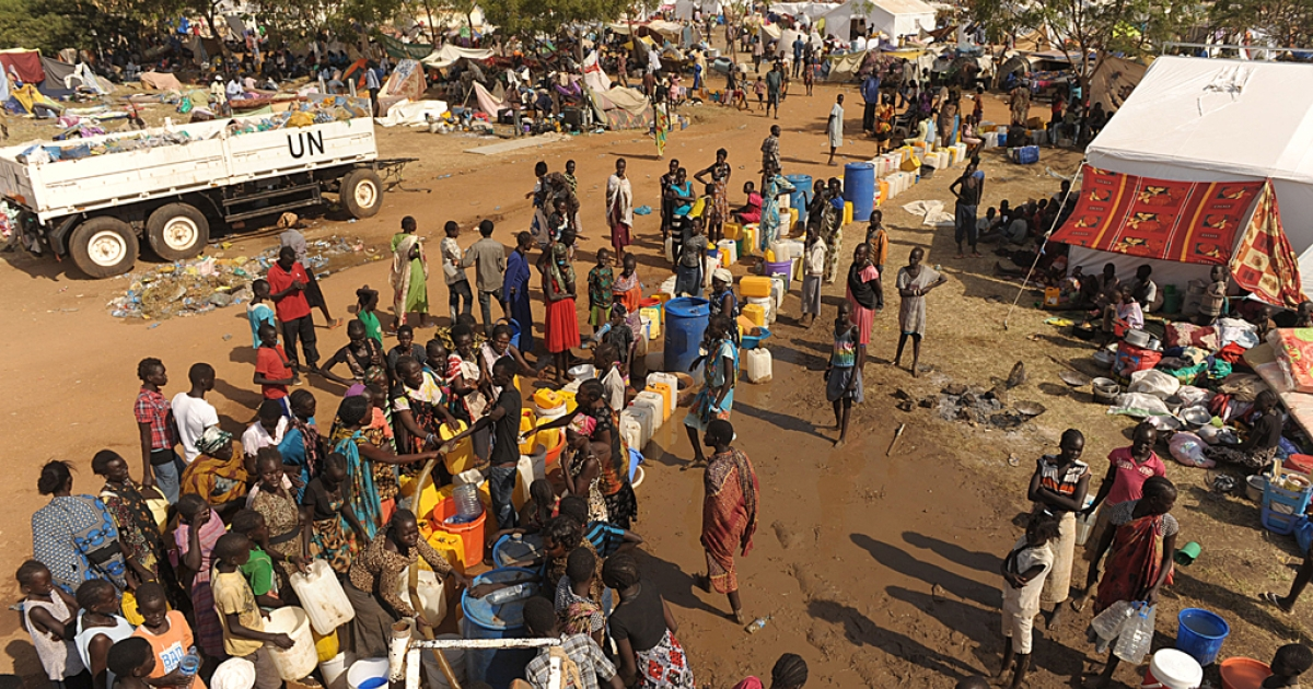 South Sudanese women queue for water being distributed from a UN reservoir at the United Nations Mission in South Sudan (UNMISS) compound in Juba on December 21, 2013.</p>