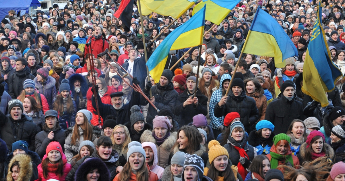 Some ten thousand students rally in western Ukrainian city of Lviv on December 10, 2013, a day after Ukrainian police forced protesters who have blockaded the government headquarters in central Kyiv for a week to move away from the building.</p>