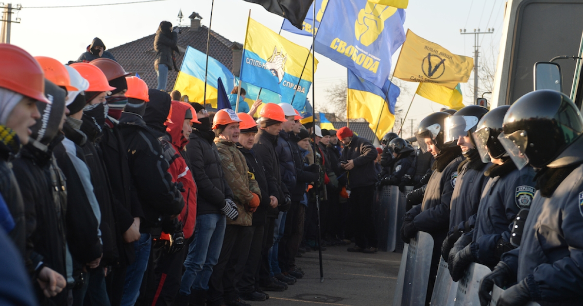 Government opponents rally at the President's well-protected country home, about 15 kilometres (10 miles) from Kiev on December 29, 2013.</p>