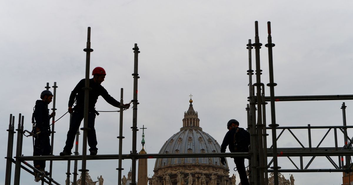 Workers build a broadcasting tribunes in front of the St Peter's Basilica on February 22, 2013, in preparation for Benedict XVI's last general audience and for the new pope election. Pope Benedict XVI began a week-long spiritual retreat out of the public eye on Monday ahead of his resignation on February 28 with the field of candidates to succeed him still wide open.</p>