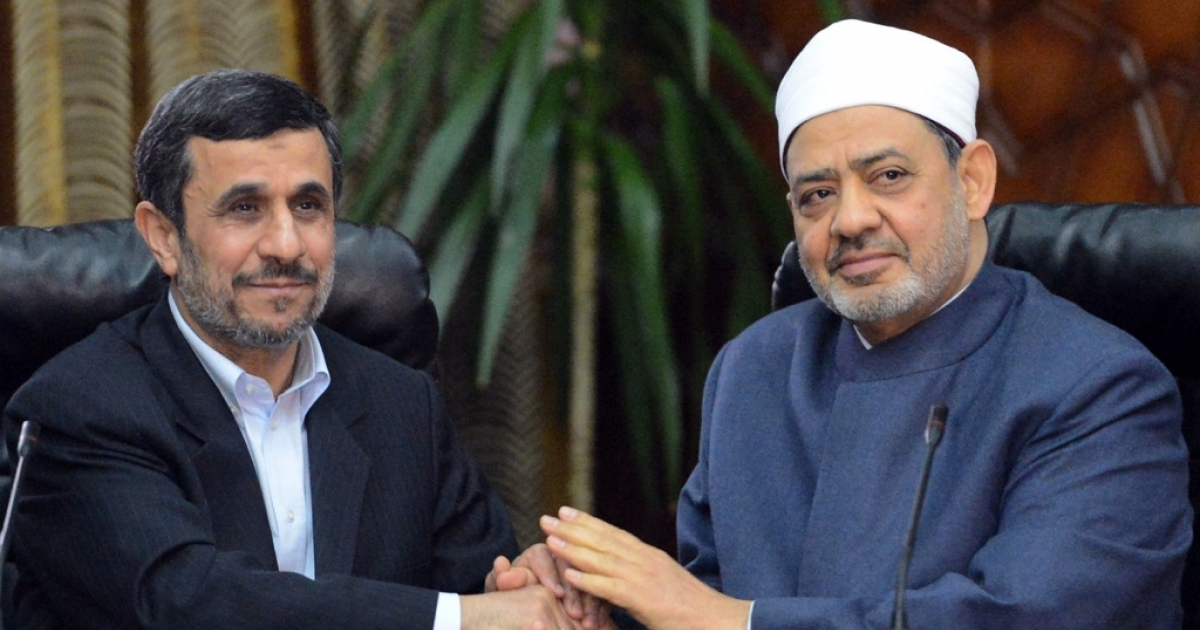 Egyptian Grand Imam of Al-Azhar Sheikh Ahmed al-Tayeb (R) holds hands with Iranian President Mahmoud Ahmadinejad during a meeting at Al-Azhar headquarters in Cairo on February 5, 2013. Ahmadinejad was on the first visit to Egypt by an Iranian president since 1979.</p>