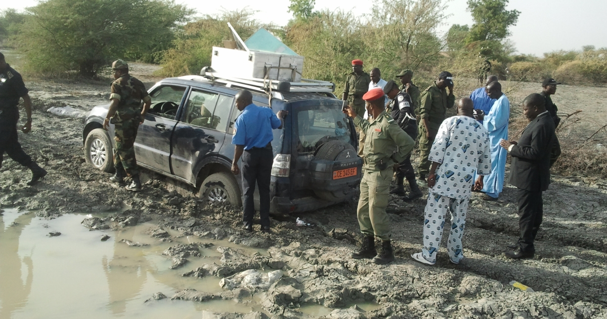 Cameroonian policemen and soldiers are gathered on February 19, 2013 in Dabanga near the Nigerian border, around the 4x4 vehicle in which seven members of a French family were driving before being seized in a kidnapping allegedly carried out by Nigerian Islamist group Boko Haram.</p>