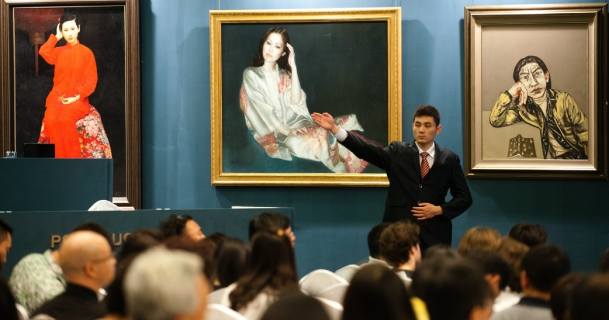 Bidding at the Poly 2012 Spring Art Auction in Beijing.</p>