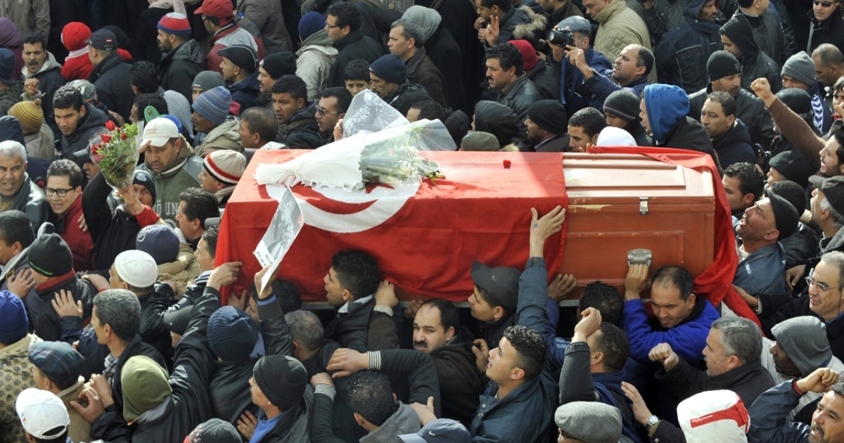 People carry the coffin of late opposition leader Chokri Belaid during his funeral procession to the cemetery of El-Jellaz in the Djebel Jelloud district, a suburb of Tunis, where Belaid is to be buried on February 8, 2013.</p>