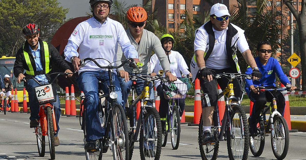 Bogota's Mayor Gustavo Petro (L) rides his bike among other people during Car Free day in Bogota, Colombia, on Feb. 7, 2013. Residents of Bogota are asked not to use their cars in an attempt to reduce environmental pollution.</p>