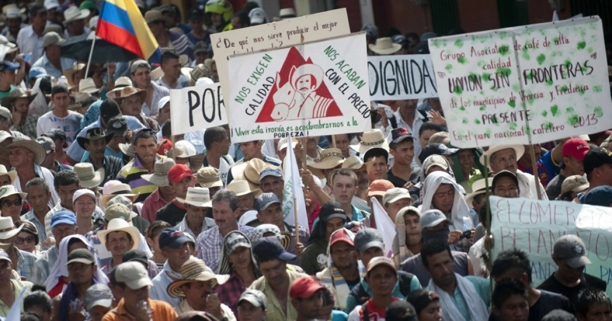 Thousands of campesinos protest over hard times for Colombia's coffee sector in Bolombolo municipality, southwest of Medellin on Feb. 25.</p>