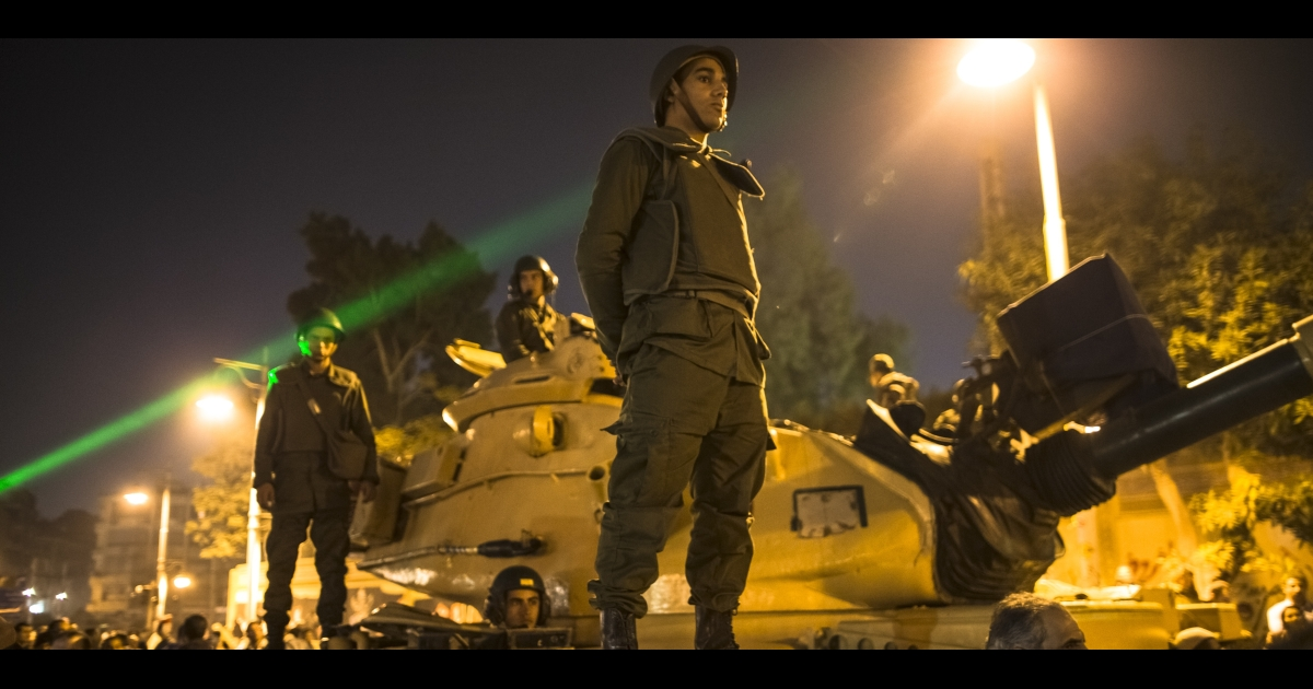 Egyptian soldiers stand guard as protests mounted outside the presidential Palace.</p>