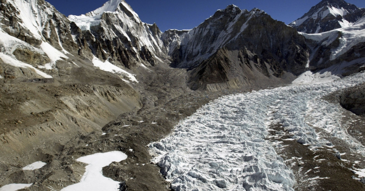 An aerial photograph shows the Khumbu Icefall along Mt. Everest's West Shoulder on May 15, 2003 near the Nepal-Tibet border.</p>