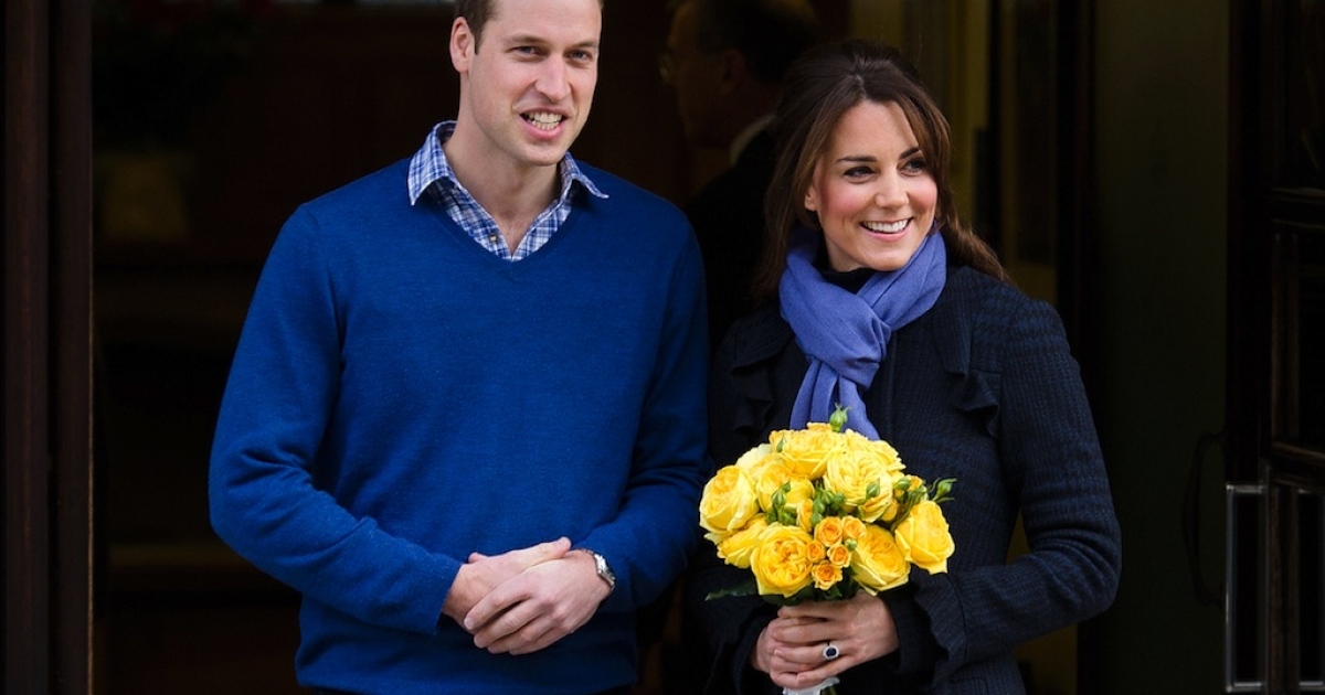 A picture dated December 6, 2012 shows Britain's Prince WiIliam, the Duke of Cambridge, (L) posing for pictures with his wife Catherine, Duchess of Cambridge, as they leave the King Edward VII hospital in central London.</p>
