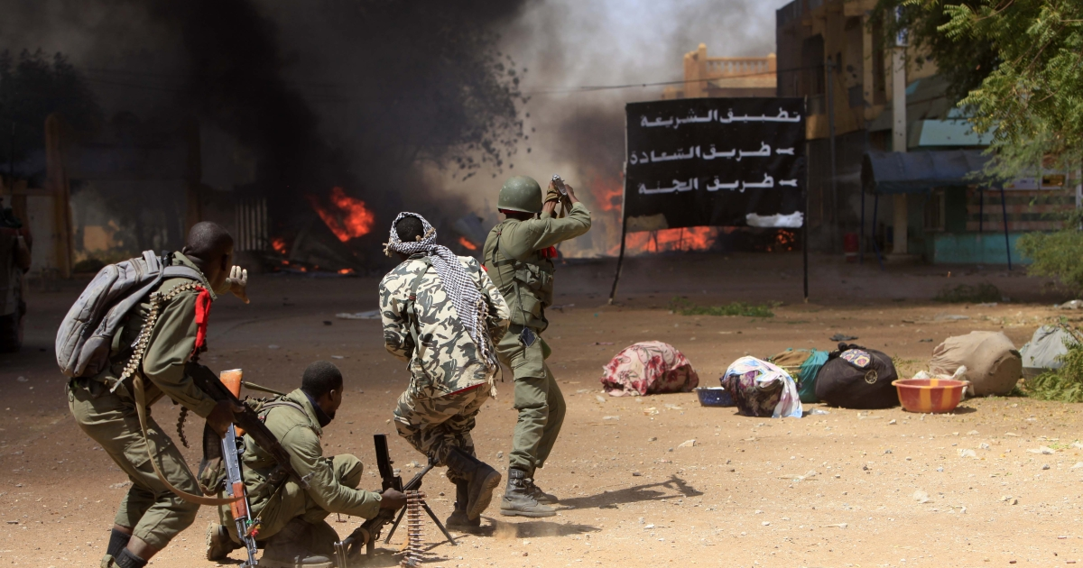 Malian soldiers fight in the city of Gao.</p>