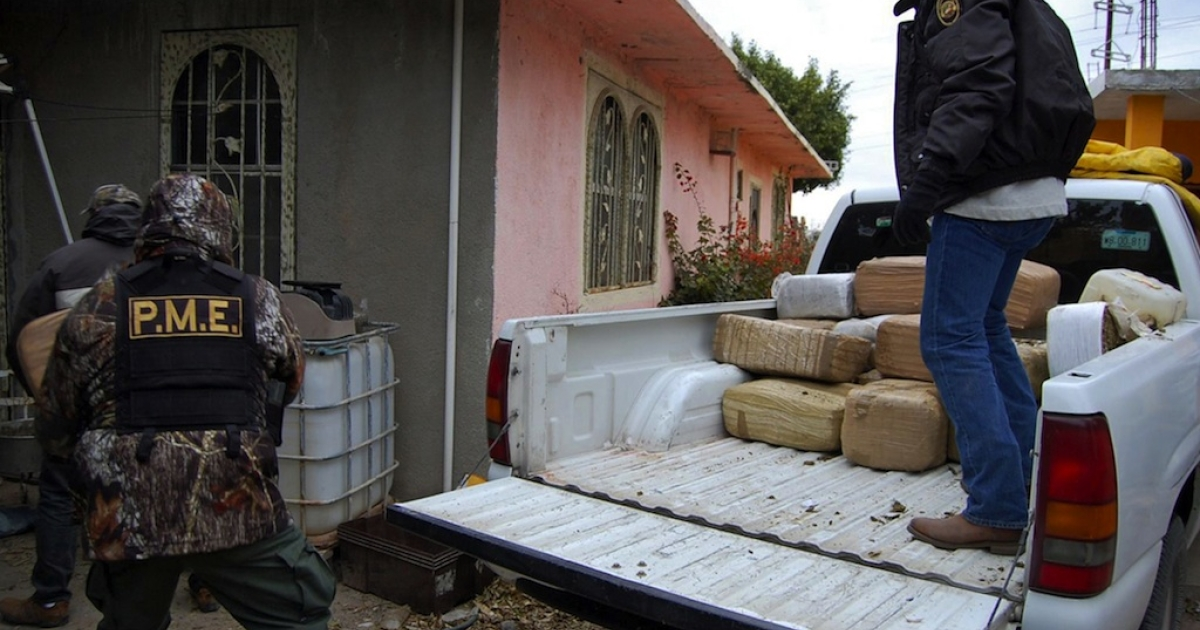 Police unload packages of confiscated marijuana in Nuevo Laredo on January 8, 2010.</p>
