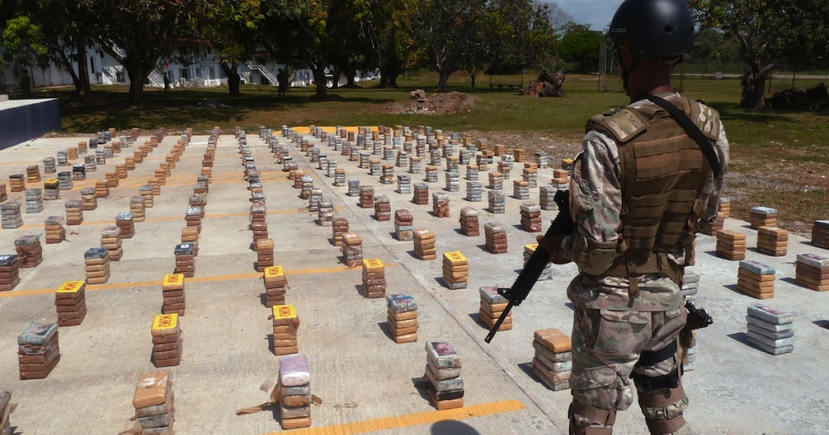 A member of the National Air and Navy Service of Panama guards a 1305 kg cocaine consignment seized in Cocoli, Panama on Jan. 23, 2013.</p>