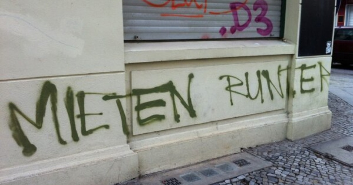 Hipsters aren't always welcome in Neukölln, Berlin — especially when they're willing to pay higher rent. This graffiti says 'rents down.'</p>