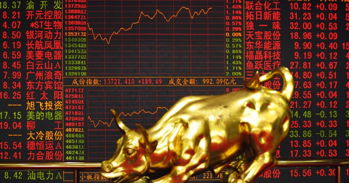 This picture shows the Shenzhen Stock Exchange (SSE) golden bull and index board in Shenzhen on July 27, 2009.</p>