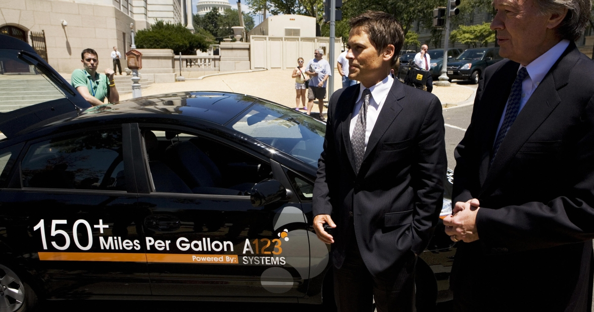 Rep. Edward J. Markey (R), D-MA, Chairman of the House Select Committee on Energy Independence And Global Warming, and US actor Rob Lowe speak to reporters next to a hybrid vehicle with a lithium ion nanophosphate battery module developed by A123 Systems 12 July 2007 on Capitol Hill in Washington, DC.</p>