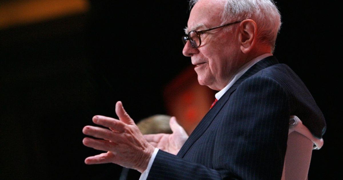 Berkshire Hathaway CEO Warren Buffett attends the Fortune Most Powerful Women summit at Mandarin Oriental Hotel on October 5, 2010 in Washington, DC.</p>