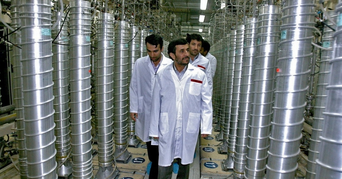 Iranian President Mahmoud Ahmadinejad (C) visits the Natanz uranium enrichment facilities in April 2008.</p>