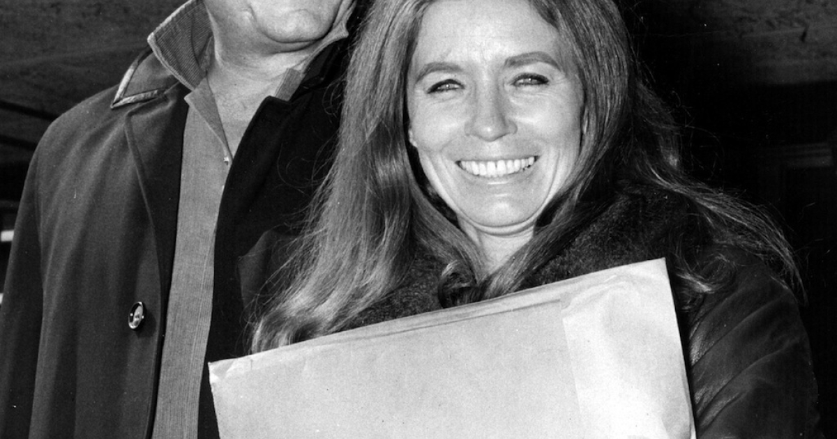 American country singer and songwriter Johnny Cash (L) and his wife June Carter Cash of the Carter Family group arrive May 1, 1968 at London Airport in London, United Kingdom.</p>