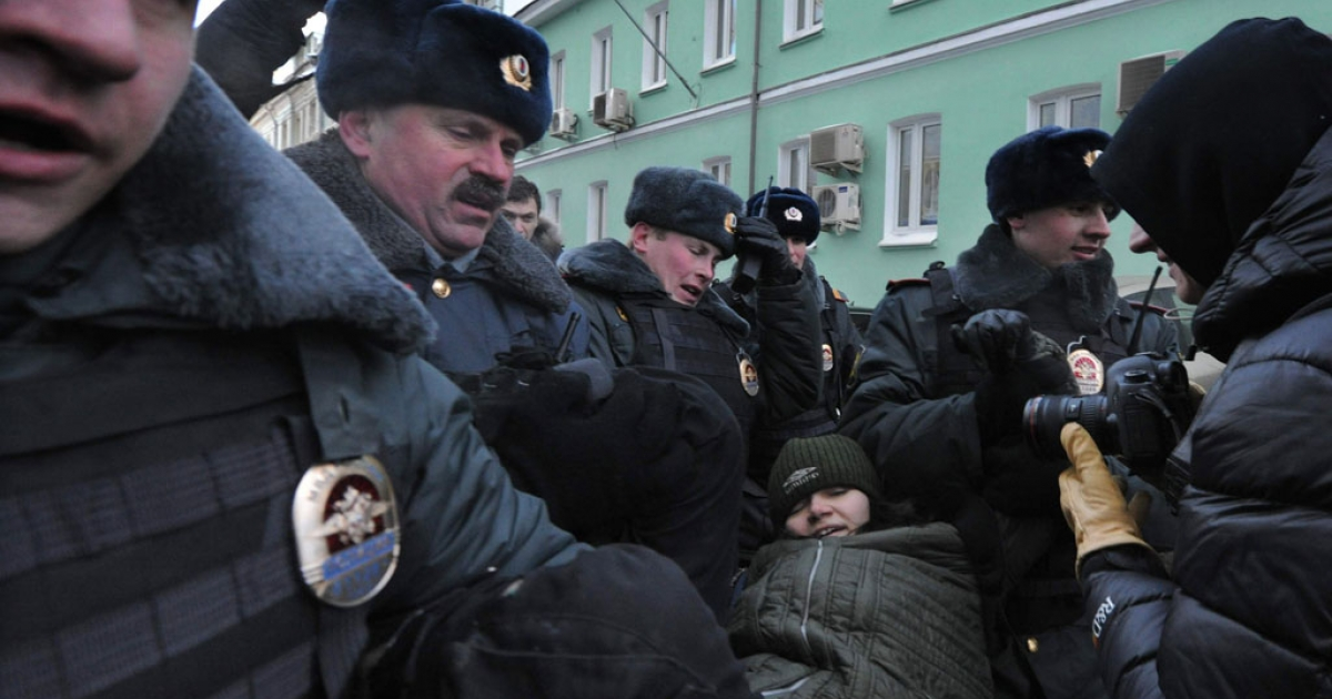Police detain a gay rights activist during a protest outside the lower house of Russia's parliament, the State Duma, in Moscow on Jan. 25, 2013.</p>