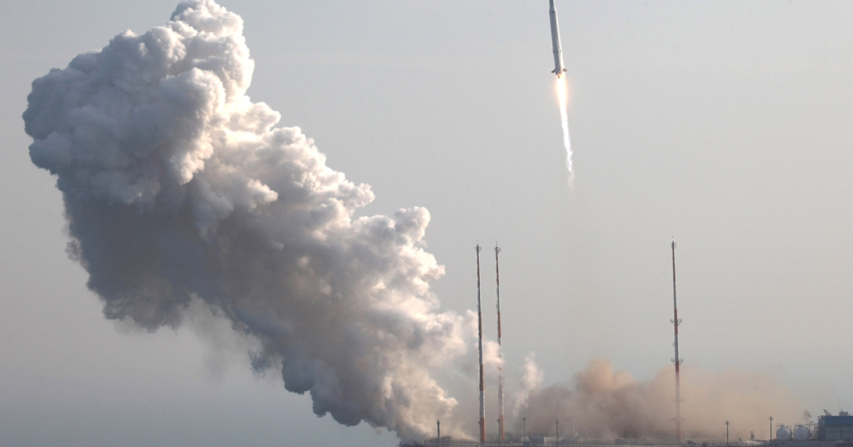 KSLV-1 (Naro) rocket lifts off from the launch pad at Goheung Space Center on Jan. 30, 2013 in Goheung-gun, South Korea.</p>