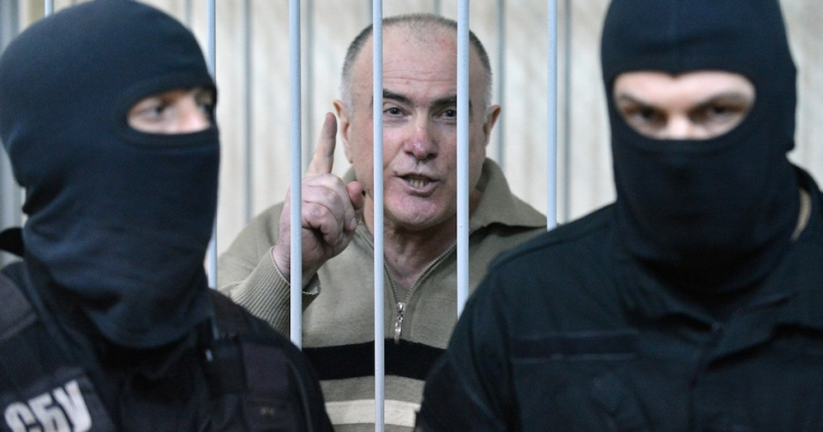 Former chief of the external surveillance department of the Ukrainian Interior Ministry Olexiy Pukach says that the former president Leonid Kuchma and the former speaker Volodymyr Lytvyn must to be together with him in the cage, after the verdict reading of his trial for the murder of opposition journalist Georgy Gongadze in 2000, on January 29, 2013 at Kiev district court.</p>