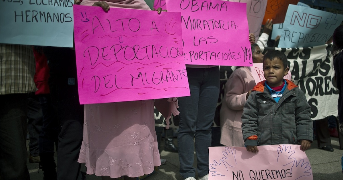 Protesters hold signs against the trafficking of weapons to Mexico and the failure of the US immigration reform in front of the US embassy on Jan. 21, 2013, in Mexico City.</p>