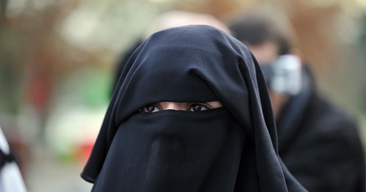 Confrontations between police and local residents of the Paris suburb Argenteuil Wednesday after police stopped a woman wearing a full veil.</p>