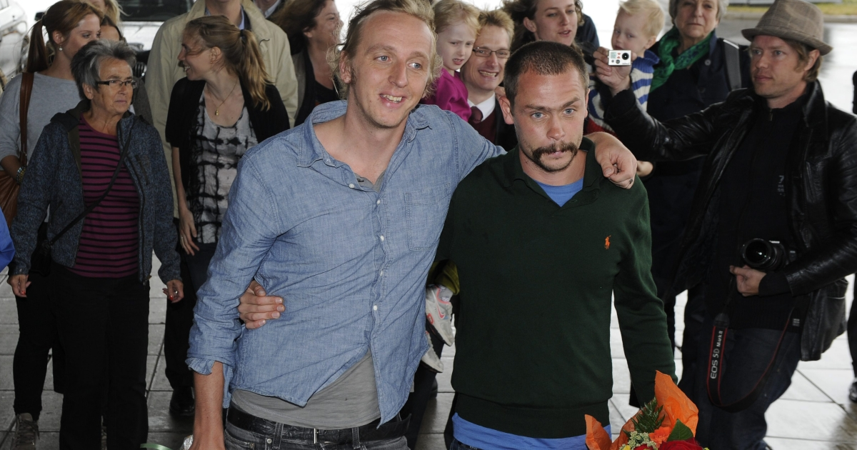 Swedish reporters Martin Schibbye (L) and Johan Persson pose on arrival at Arlanda airport in Stockholm on September 14, 2012. Ethiopia pardoned and freed Schibbye and Persson after they were jailed for 'supporting terrorism' for illegally crossing into Ethiopia from Somalia with rebels.</p>