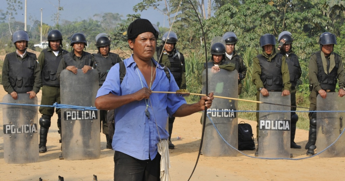 Riot policemen mount a security cordon at a head of the Chaparina bridge along the road connecting San Borja and Yucumo, in northeastern Bolivia, on September 22, 2011 to prevent possible clashes between natives marching against a road project through a nature preserve and others in favor of the construction.</p>