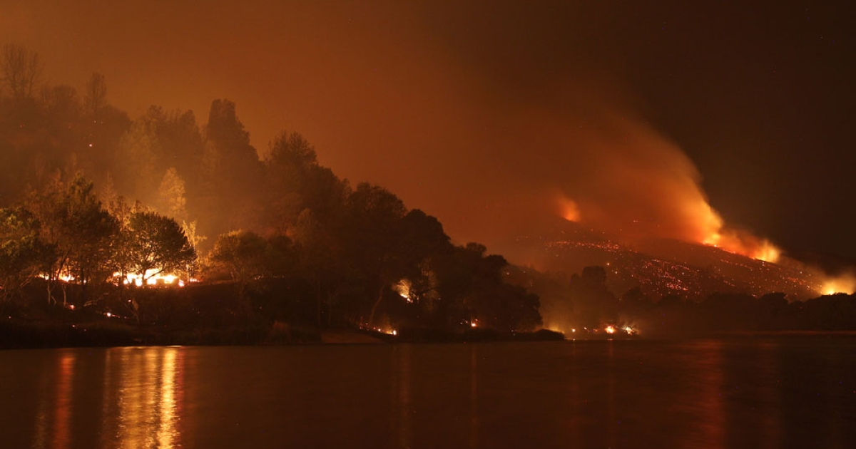 Lakefront houses burn in the Powerhouse Fire in the early morning hours of June 2, 2013, in Lake Hughes, Calif. The 19,500-acre wildfire destroyed numerous homes overnight. Nearly 1,000 firefighters have been working in hot, dry conditions to establish containment lines around 20 percent of the fire so far.</p>