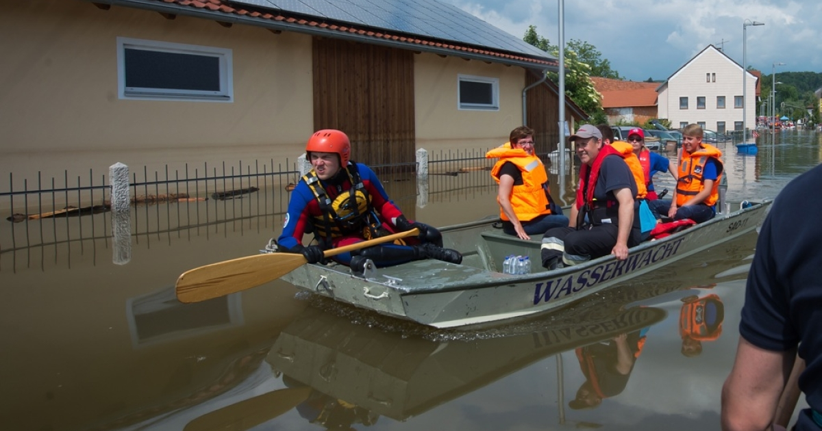 Rescue forces from the bavarian red cross (BRK-Wasserwacht) help residents to get private stuff from their homes out of the suburb Fischerdorf, which is flooded by the swollen Danube river on June 7, 2013, in Deggendorf, Germany.</p>