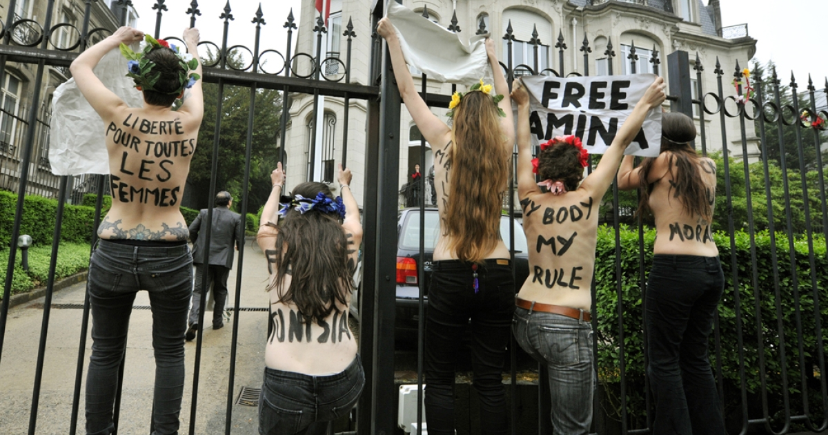 Femen activists protest for the freeing of jailed Tunisian activist Amina Tyler on May 30, 2013, in front of the Tunisian Embassy in Brussels.</p>