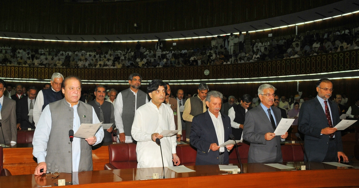 Pakistani Premier-elect Nawaz Sharif (L, first row) takes the oath along with other lawmakers at Parliament House in Islamabad on June 1, 2013. Pakistan's new National Assembly was sworn in on June 1, completing the country's first-ever democratic transition of power in a country ruled for half its history by the military.</p>