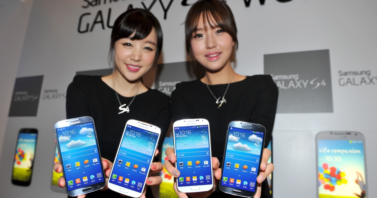 The new Galaxy S4 smartphone, which went on sale in April, has helped the South Korean giant gain on US rival Apple.</p>