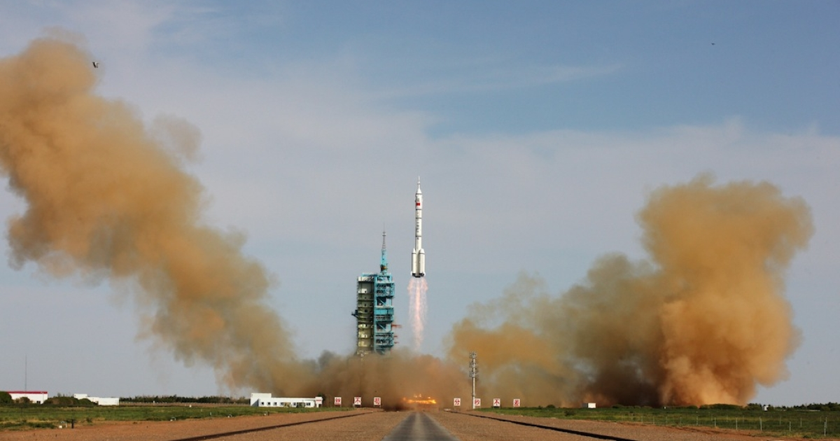 The Long March-2F rocket carrying China's Shenzhou-10 spacecraft blasts off at Jiuquan Satellite Launch Center on June 11, 2013 in Jiuquan, Gansu Province of China.</p>