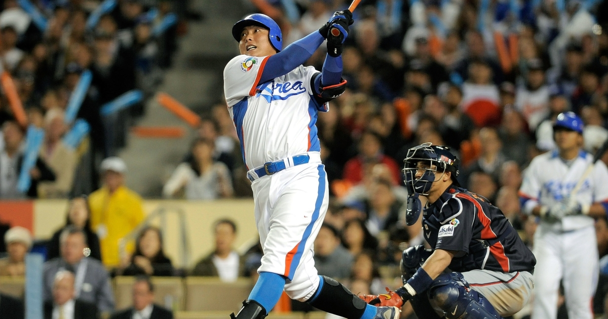 Kim Tae Kyun of Korea during the finals of the 2009 World Baseball Classic on March 23, 2009 at Dodger Stadium in Los Angeles, California.</p>