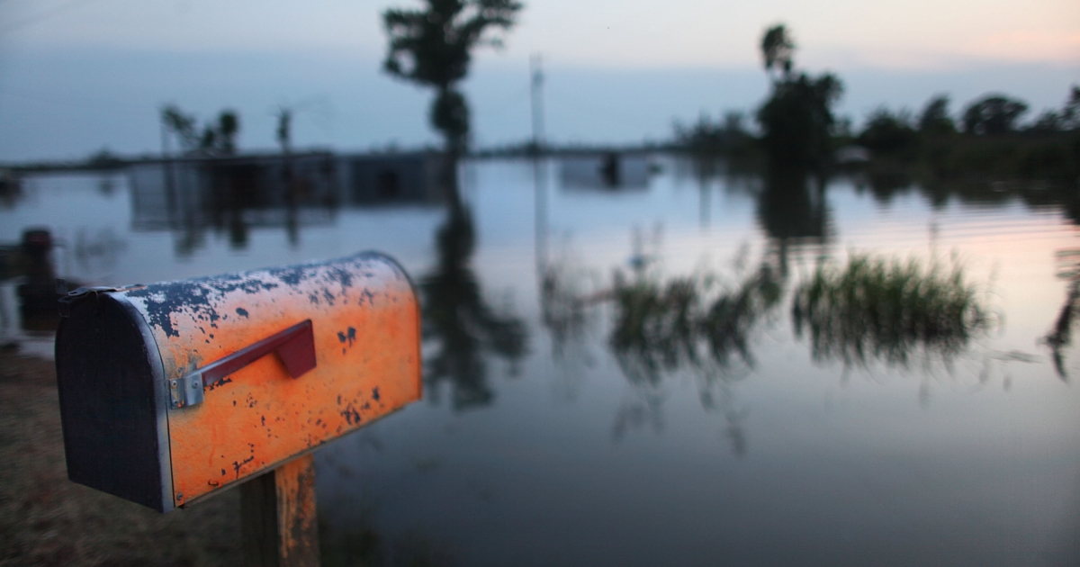 A mailbox is seen at the edge of the Yazoo River near Yazoo City May 22, 2011 in Yazoo County, Mississippi.</p>