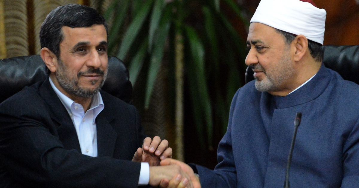 Egyptian Grand Imam of Al-Azhar Sheikh Ahmed al-Tayeb (R) shakes hands with Iranian President Mahmoud Ahmadinejad during a meeting at Al-Azhar headquarters in Cairo on February 5, 2013. Ahmadinejad held talks in Cairo on the divisive issue of Syria's war, as he kicked off the first visit to Egypt by an Iranian president since 1979.</p>