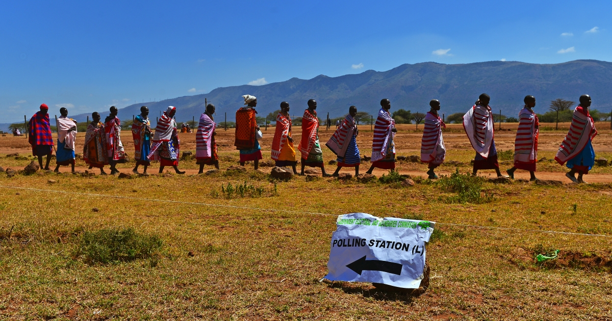 Maasai tribes-people leave after voting in Ilngarooj, Kajiado South County, Maasailand, on March 4, 2013 during Kenya's elections.</p>