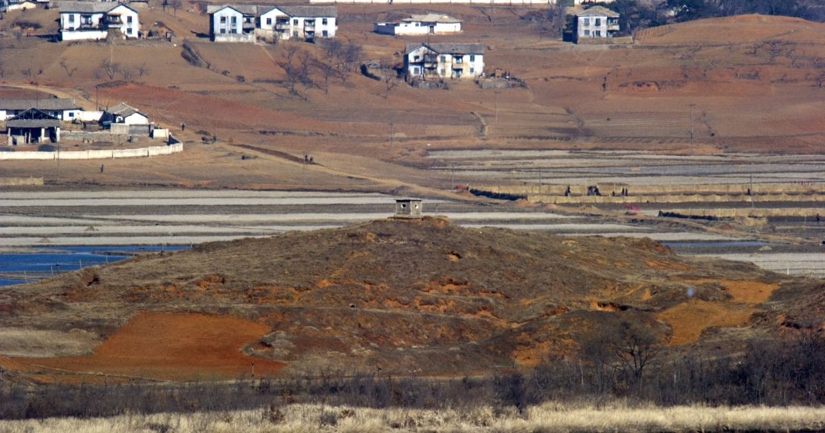 A North Korean guard post (C) in the border county of Kaepoong is seen from a South Korean observation post in Paju near the Demilitarized Zone (DMZ) dividing the two Koreas on March 29, 2013.</p>