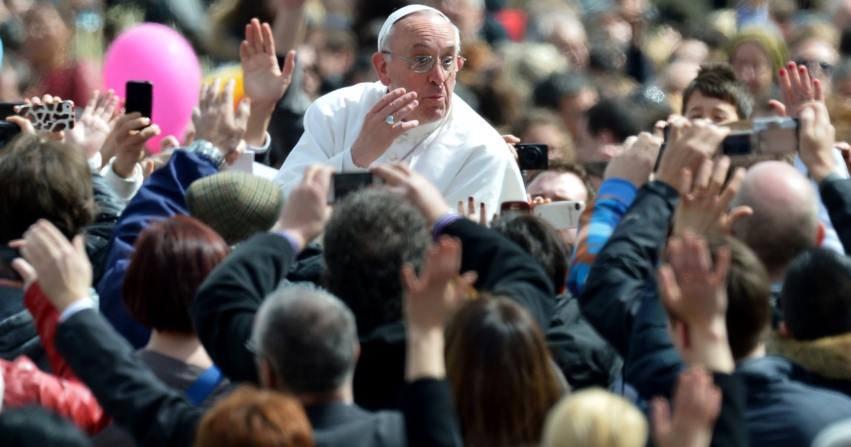 Pope Francis waves to faithful after celebrating the Easter mass on March 31, 2013 at the Vatican. The mass will be followed by a special 'Urbi et Orbi' blessing for Rome and the world that the pope will deliver from the same balcony where he made his first public appearance after his election this month.</p>