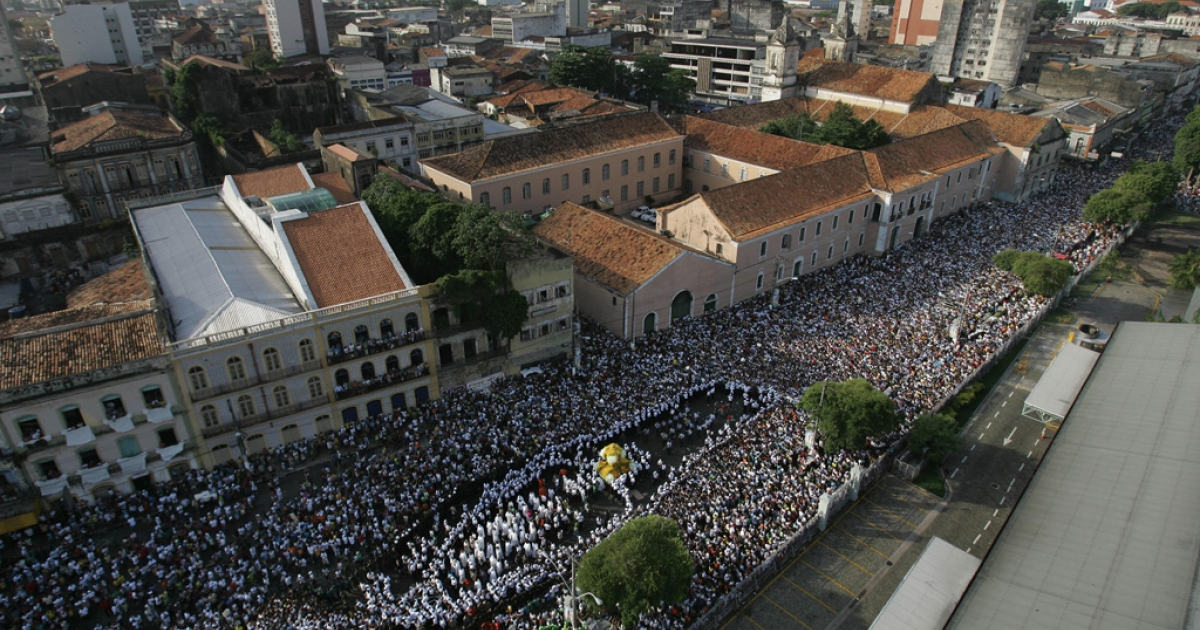 Thousands of Roman Catholic devotees follow the image of Our Lady of Nazareth at port area during the 'Cirio de Nazare' (Nazareth Candle) celebrations in Belem, northern Brazil, on October 12, 2008. Nearly two million pilgrims participated in Brazil's biggest Catholic procession.</p>